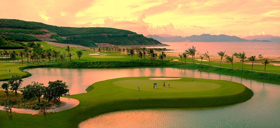 Sân golf liền kề dự án Vinoasis Hòn Tre